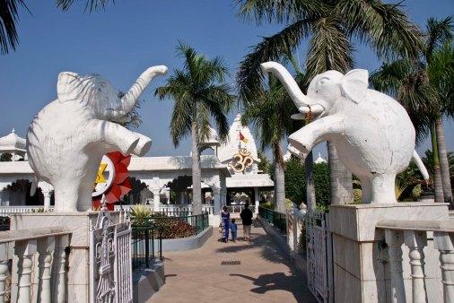 11-28-2006 Chatturpur Mandir (15)